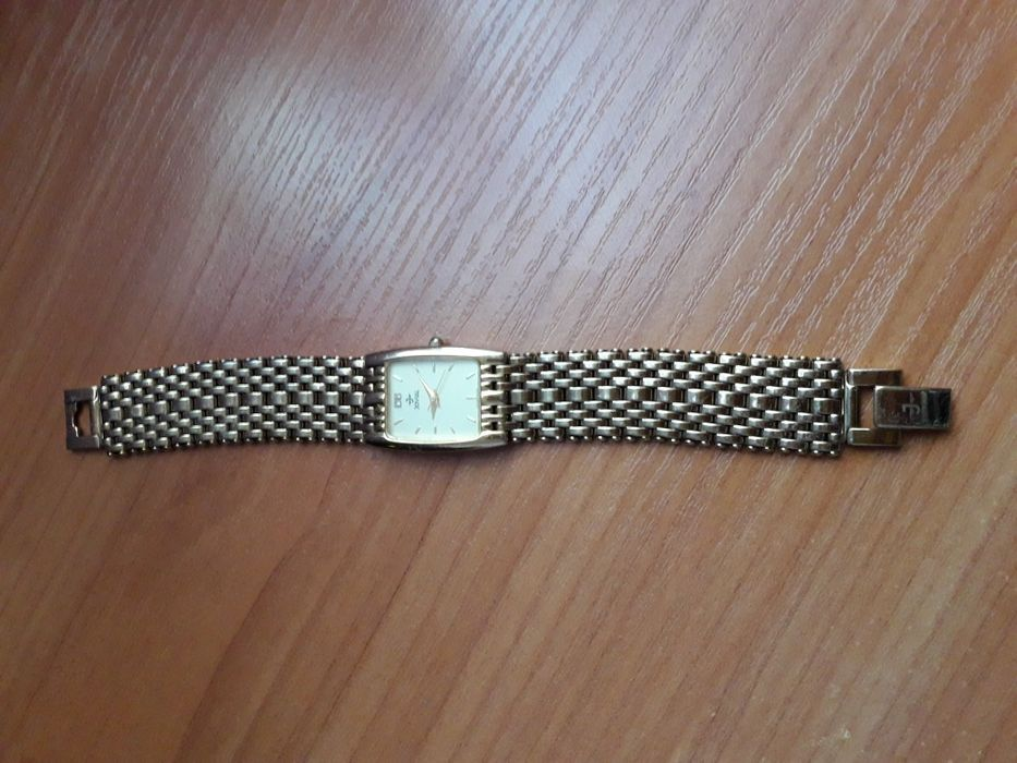 Позлатен швейцарски часовник