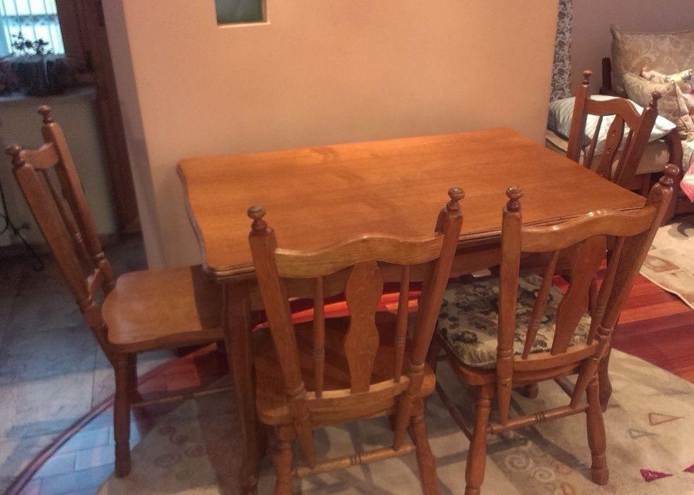 Разтегателна маса със столове