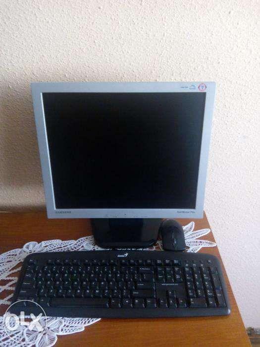 Calculator cu monitor LCD 17 inch, muzica, filme, office