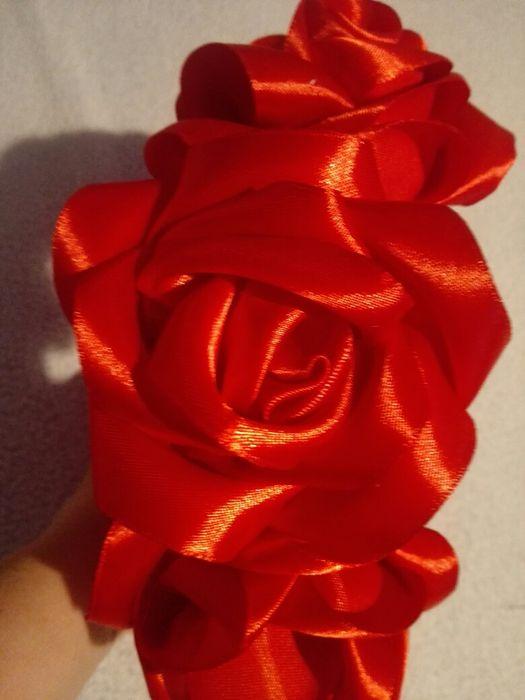 Coronita cu trandafiri din satin