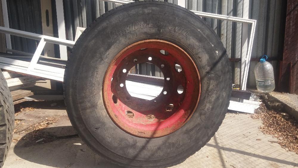 Джанта с гума 295 80R22.5 от мерцедес