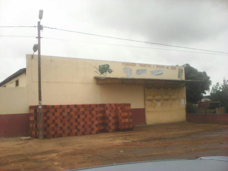 Vendo armazem na estrada no guava