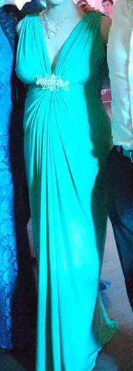 Vând rochie de seara cu spatele gol