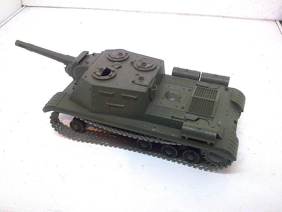 Действащ пластмасов макет на стар руски танк от - 80те г.