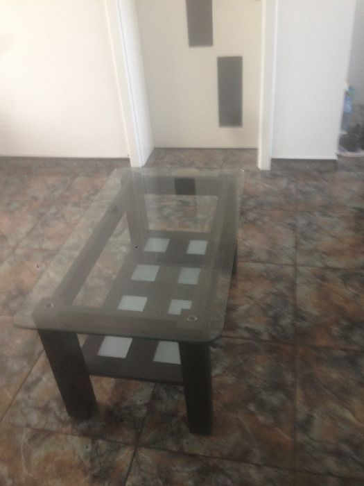 Продавам черна холна маса от дърво