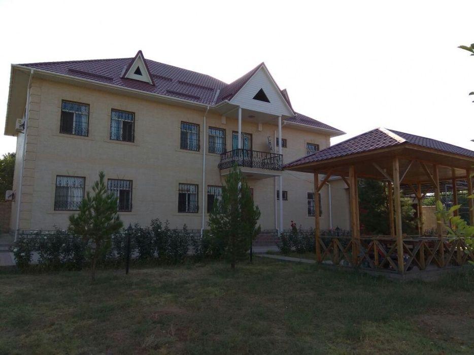 Продается 2-хэтажный большой жилой дом+кафе со всеми условиями, 0.4 га