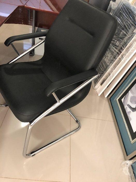 Vendo Cadeira Executiva Fixa Pele preta NOVA