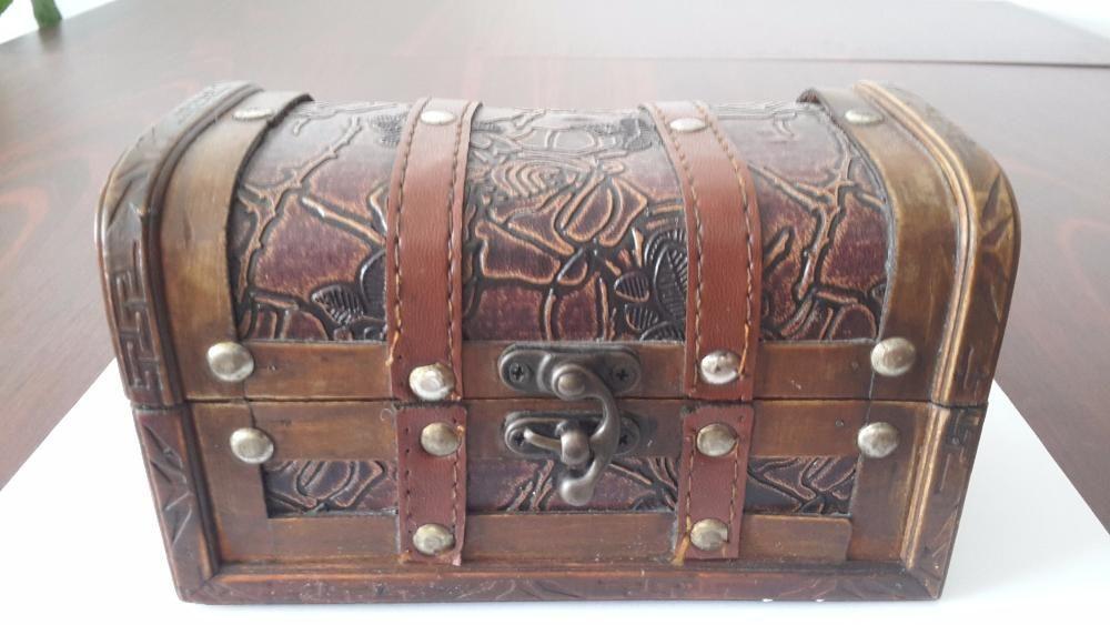 Cutie bijuteri tip cufar din lemn