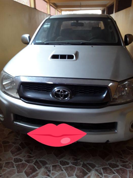 Estou a vender este Toyota Hilux a bom preço