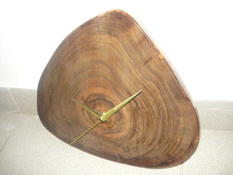Ceas lucrat manual lemn de nuc