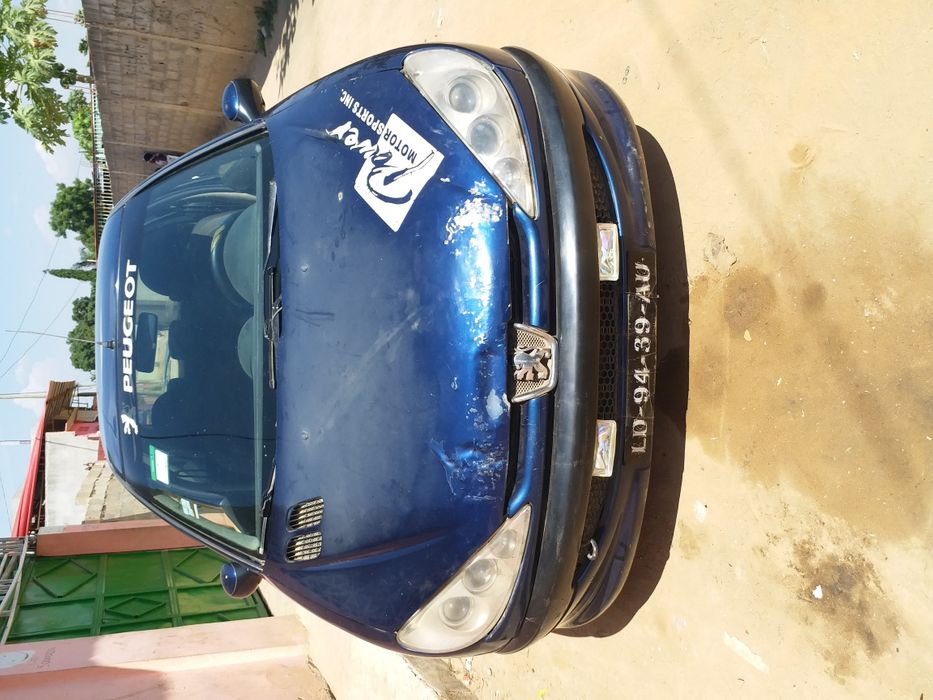 Peugeot carro limpo