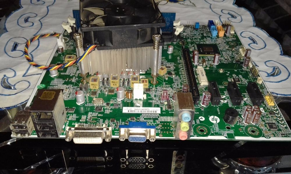 board hp core i3 2120 com 2gb de ram. nova