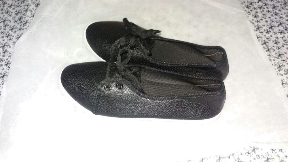 Vendo sapatos e sapatilhas Marracuene - imagem 2
