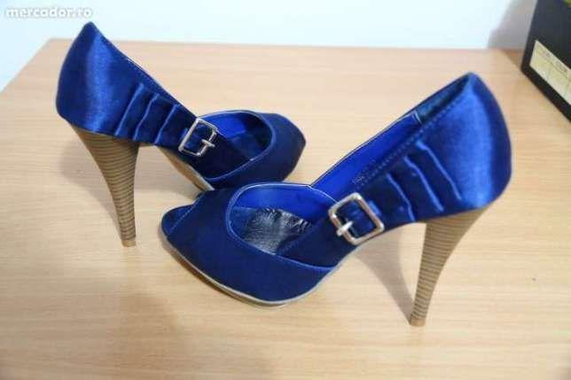 Pantofi ieftini cu toc inalt