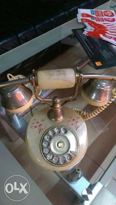 Telefon fix antic din onix