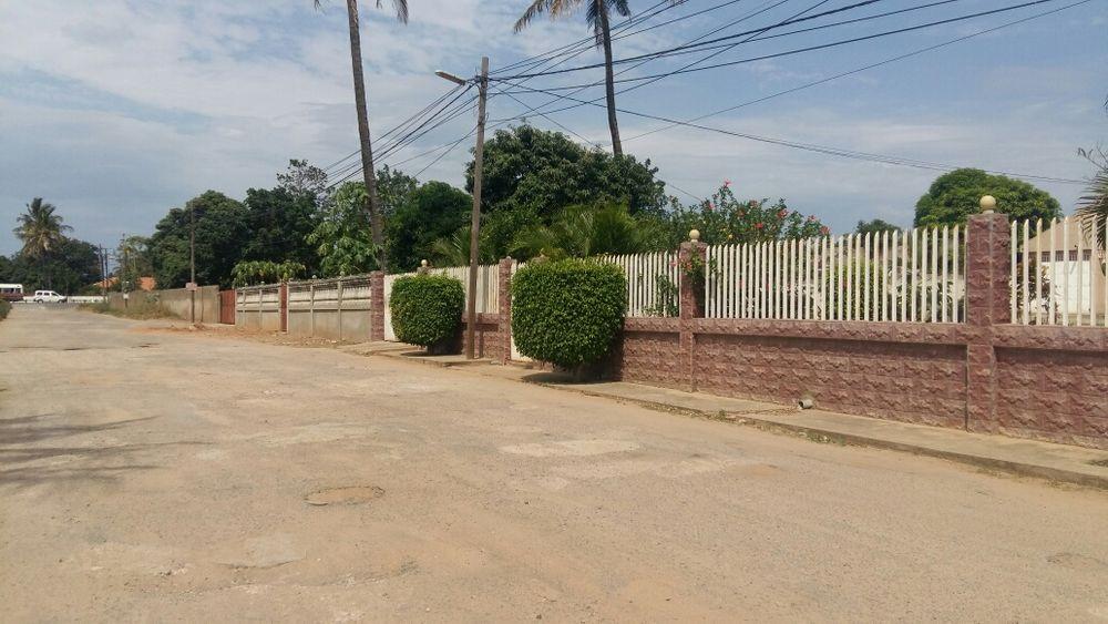 Vende se um super terreno, loc n Matola perto do Monomutapa e Standard