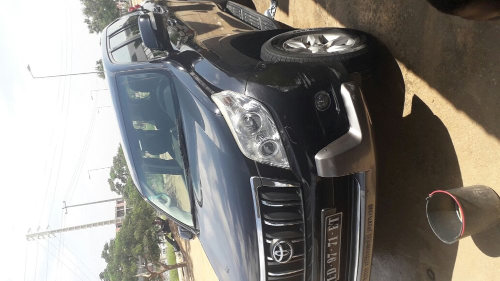 Vende-se esta Viatura de marca Toyota modelo Land Cruiser Prado TXL