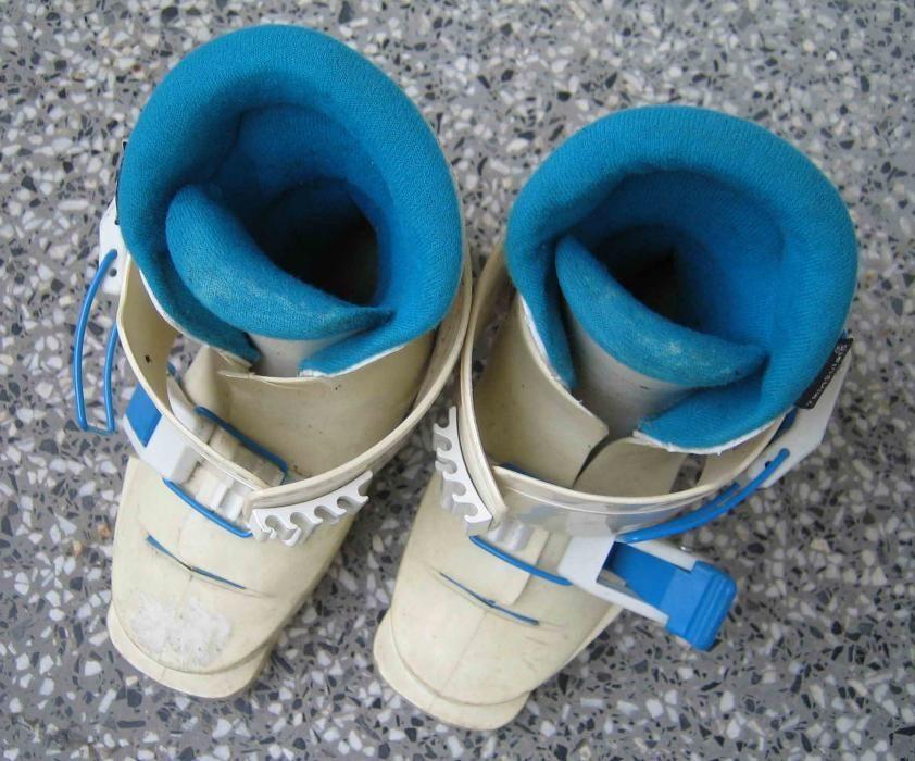 детски ски-обувки с дължина на стелката 17см. 40 лв.