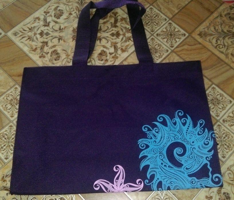 Нова плажна чанта на Ейвън с подарък