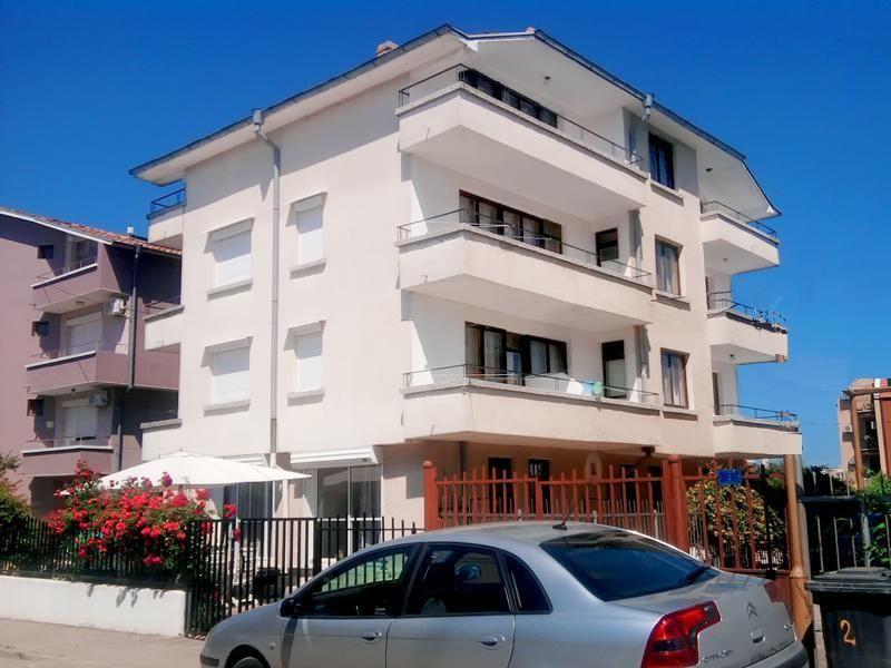 Стаи и апартаменти в къща за гости в Черноморец