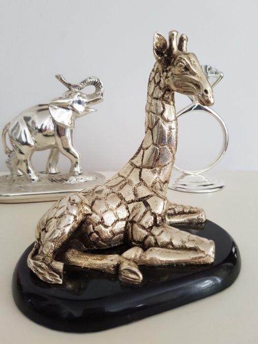 Girafa placata cu argint