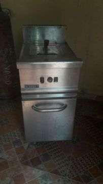 vendo esta Fritadeira industrial a gaz