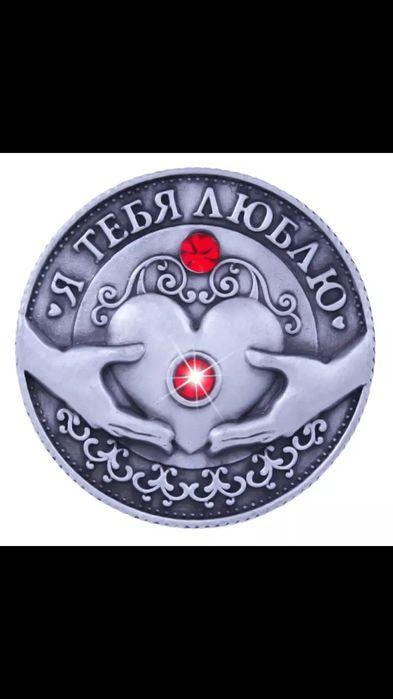 Обичам те- монета с червен камък, отличен подарък за вашата половинка