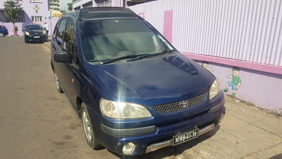 Toyota Spacio a venda