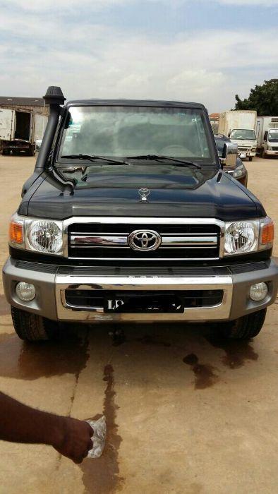 Vende-Se Toyota Land Cruiser (Chefe máquina)