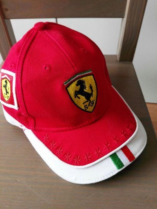шапка Ferrari