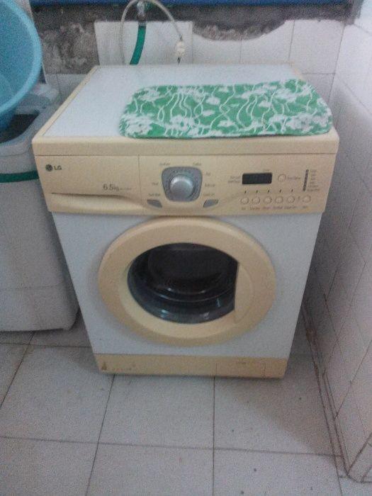 Vende se máquina de lavar aotomatica