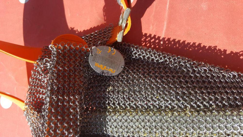 Doua sorturi de zale metalice si manusa protectie pentru măcelari