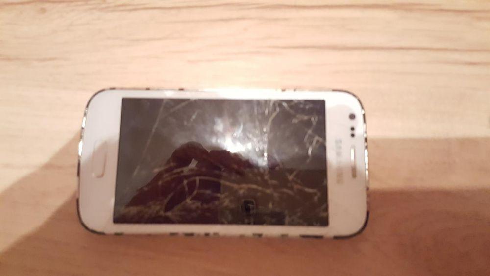 Smartphone Samsung alb sticla sparta;