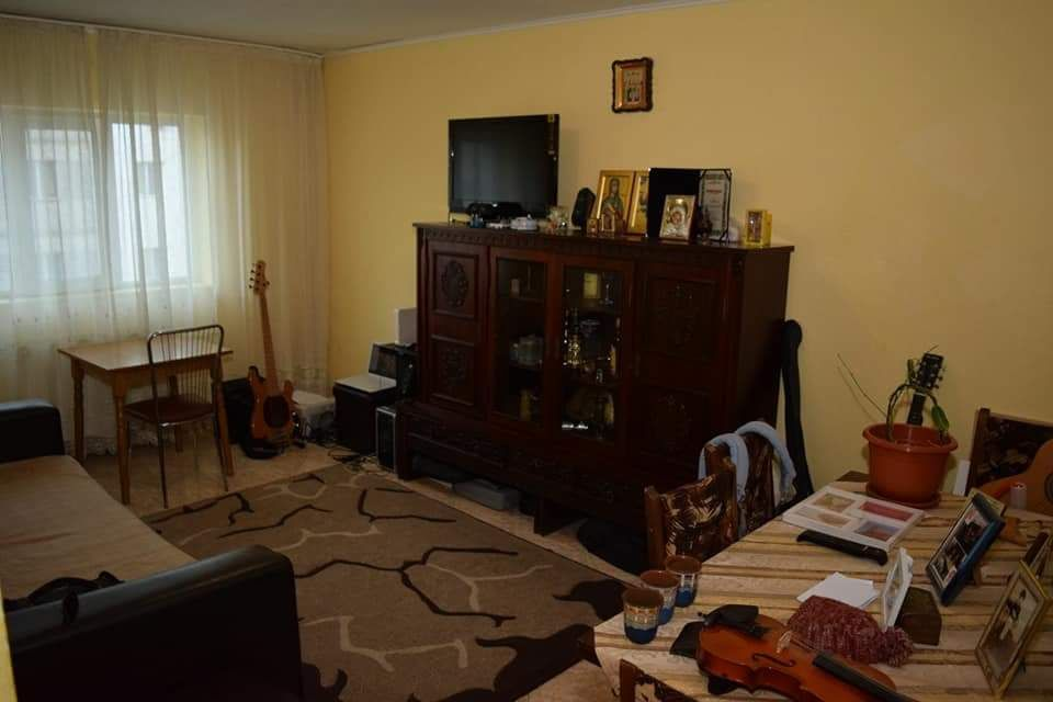 apartament de vanzare 3 camere pucioasa