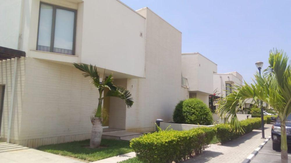 Vende-se Moradia T3 Duplex – Condomínio Dalm