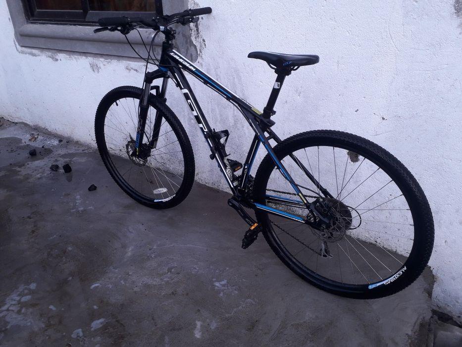 "Bicicleta 29"" GT"