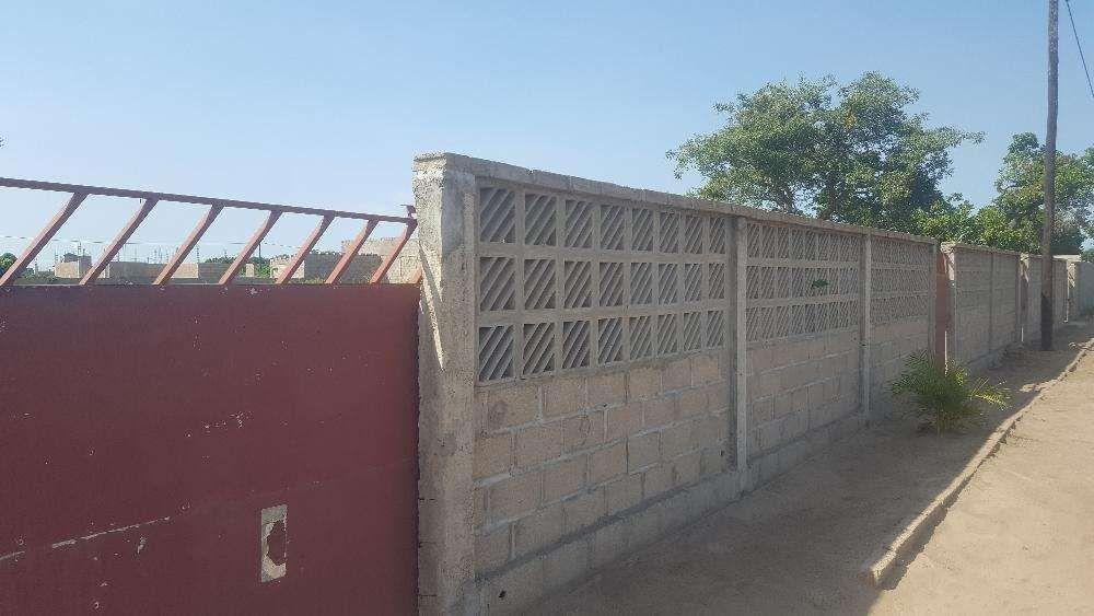Vende-se terreno 20x40 em txumene vedado com muro e portão agua e luz.