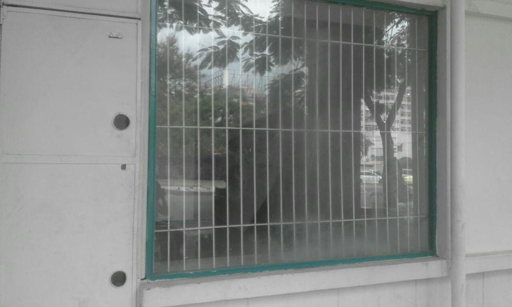 aluga se loja com 3 compartimentos em cima casa de banho cozinha na Ah