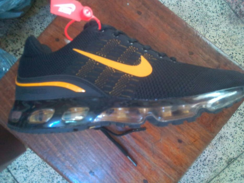 Nike black and yellow 360