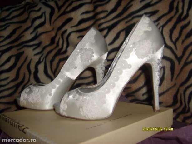 Vand sau schimb pantofi de mireasa Martinez Valero