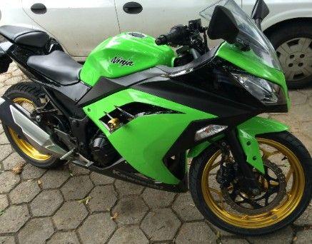 Vende-se moto Kawasaki