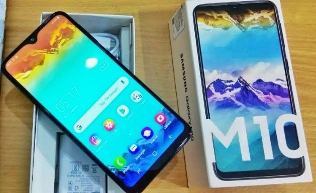 Samsung M10 novo na caixa.
