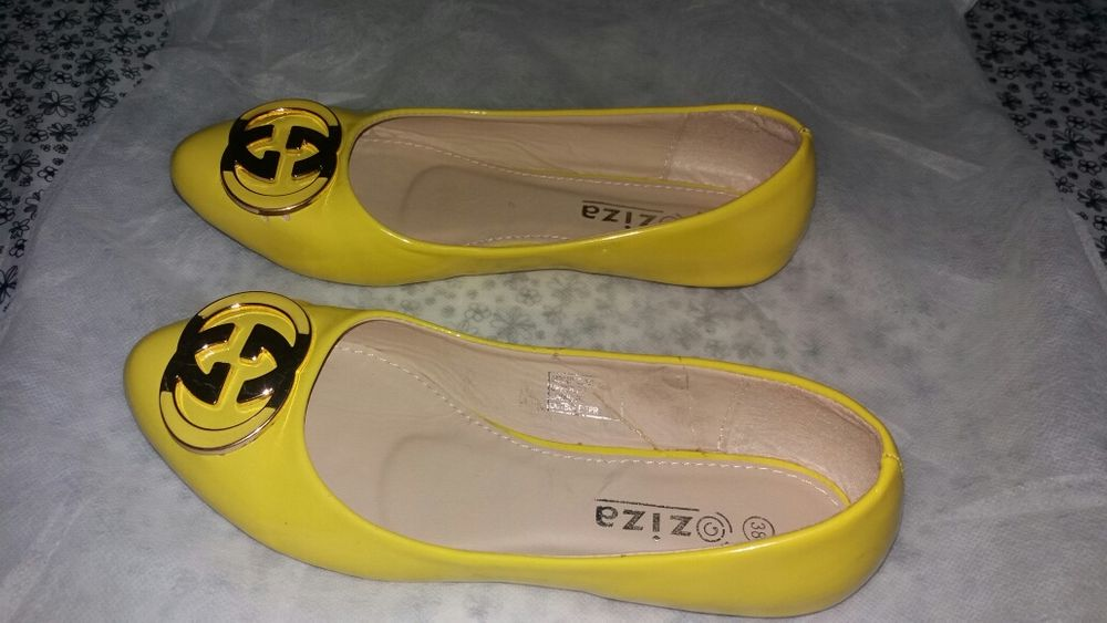 Vendo sapatos e sapatilhas Marracuene - imagem 1