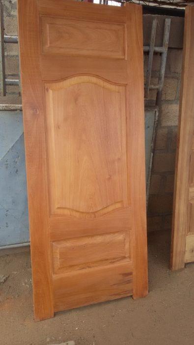 2- Carpintaria e marcenaria, prestamos serviços: portas, aros janelas