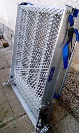 Специализирана рампа и колани за качване/фиксиране на инвалидни количк