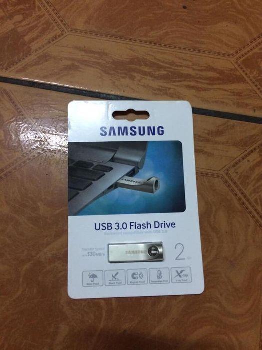 Flash Samsung metalico 2gb