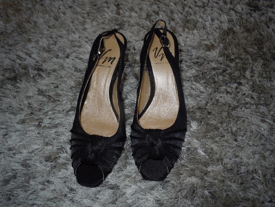 Vand o pereche de sandale de dama VERO MODA din piele nr 35