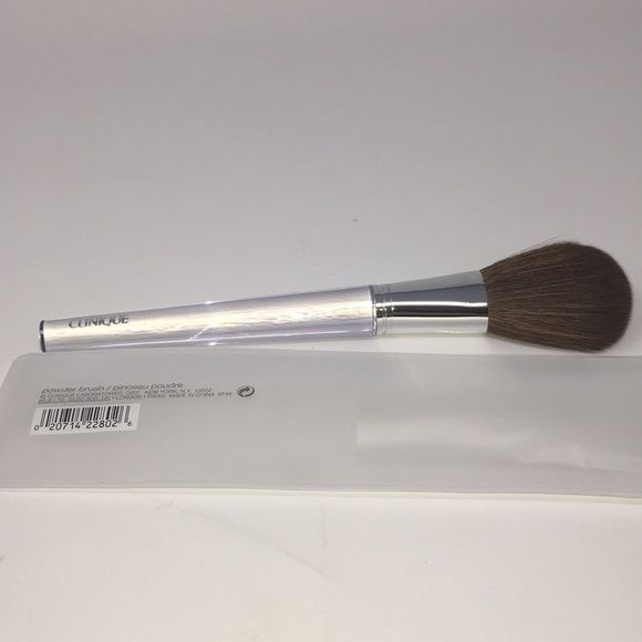 Clinique Brushes четка за пудра