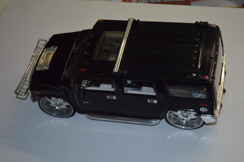 Hummer H2 SUV 1:18,
