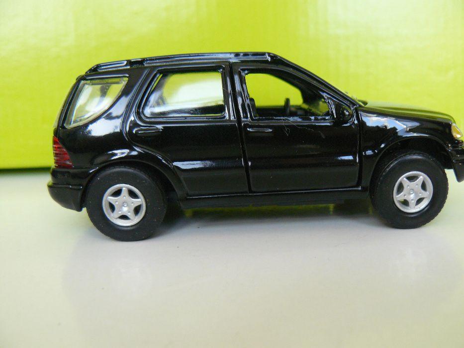 "Macheta Metalica a Modelului Auto ""MERCEDES M320"" Noua in cutie"